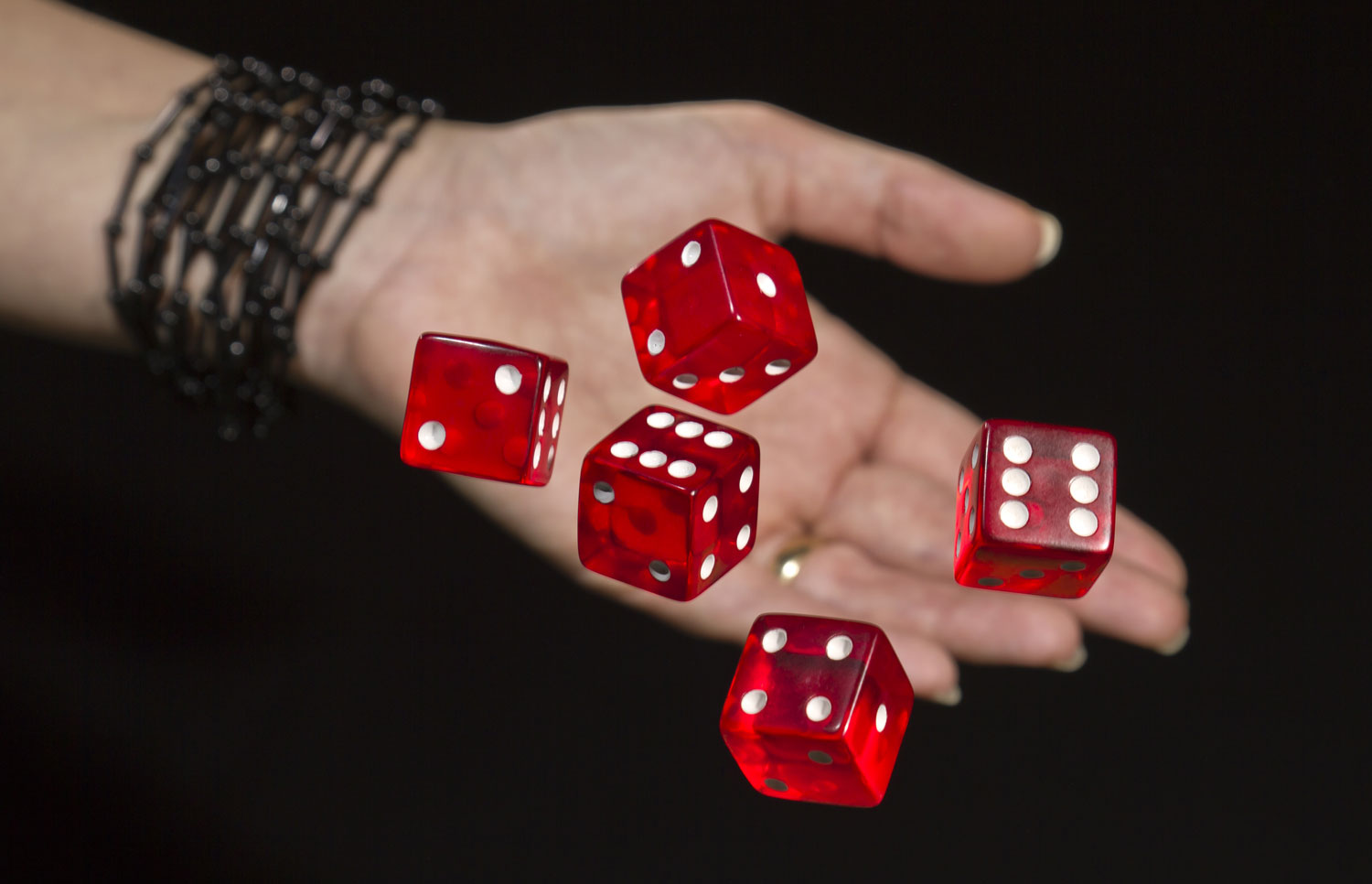 pa-hrefhttpwww.shutterstock.compic-123060865stock-photo-throwing-red-dices.htmlsrcmWgEetsx_GygZu8-H7Io9w-1-5-target_blankShutterstock.comap