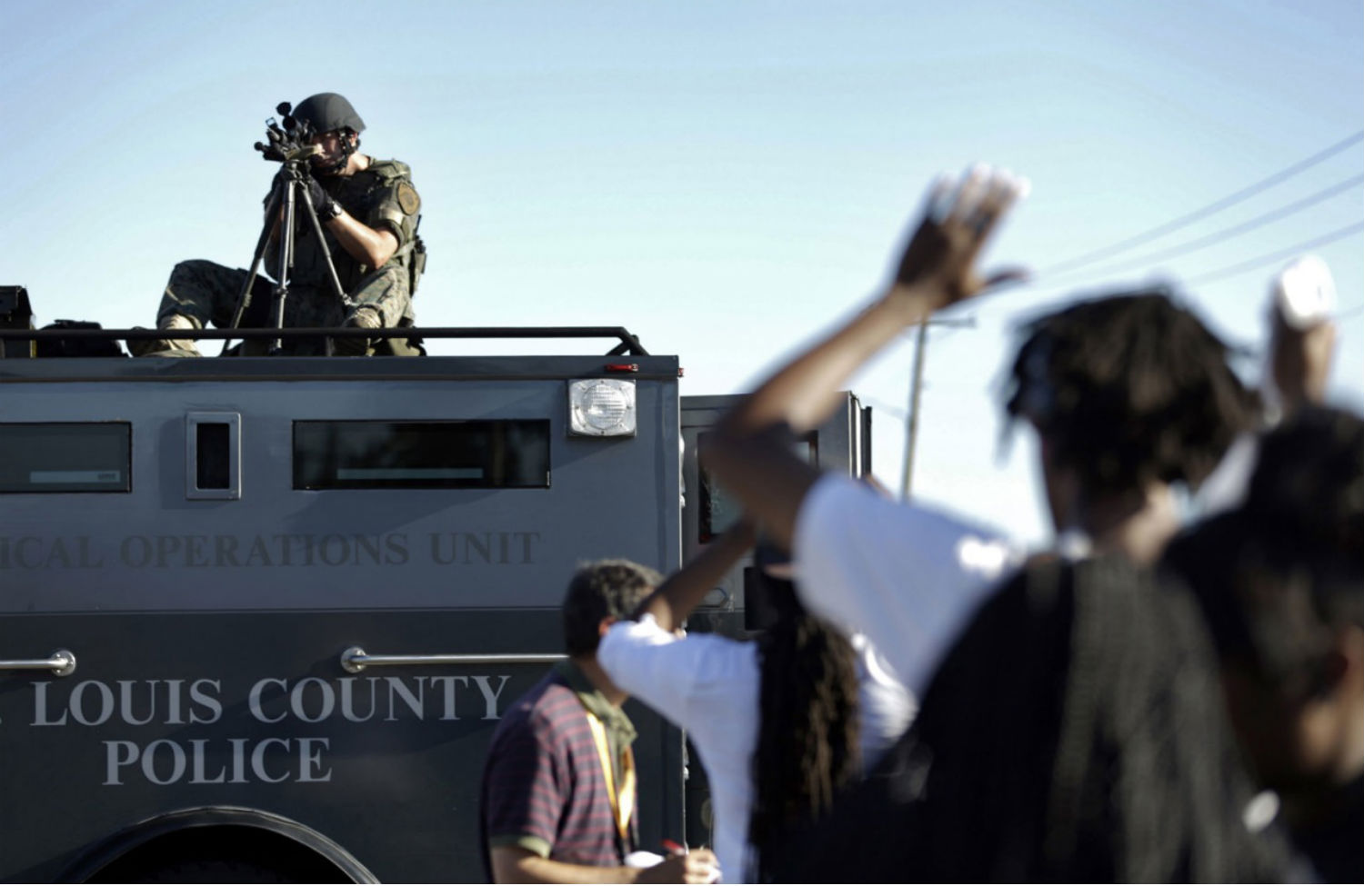 Protestors-clash-with-police-in-Ferguson