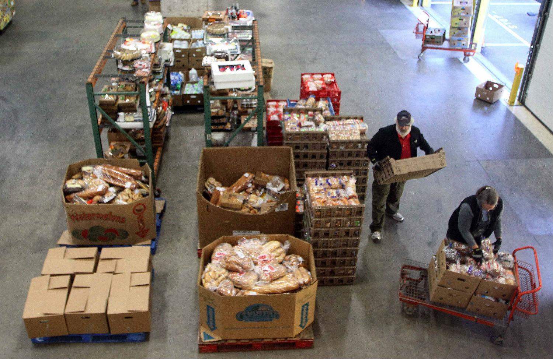 pVolunteers-prepare-food-for-distribution-at-a-New-Hampshire-food-bank.-AP-ImagesJim-Colep
