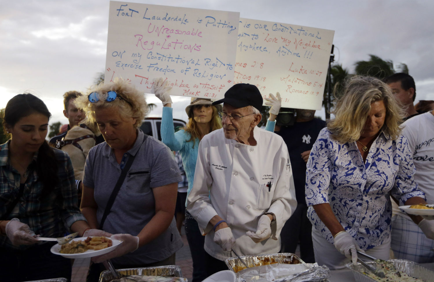 Homeless-advocate-Arnold-Abbott-serves-food-to-the-homeless-in-Fort-Lauderdale