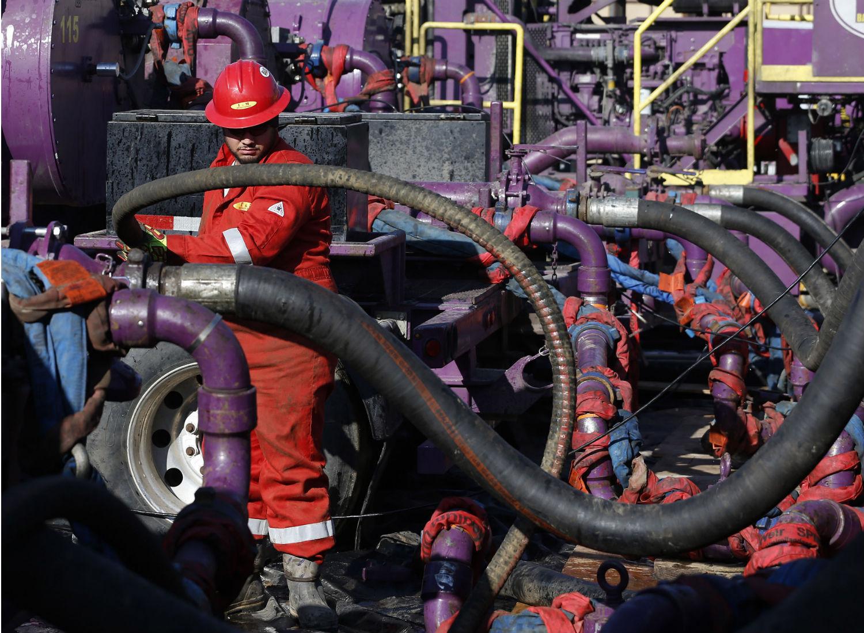 Colorado-fracking-worker