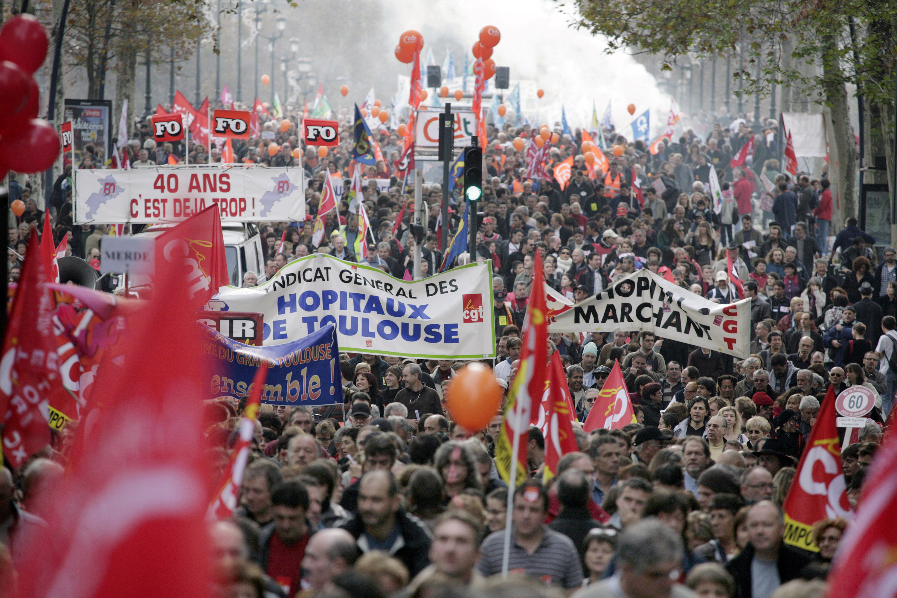French-workers-take-part-in-a-demonstration-over-labor-reforms-in-Toulouse