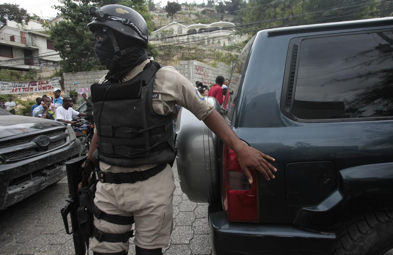 Hatian-police-in-Petionville