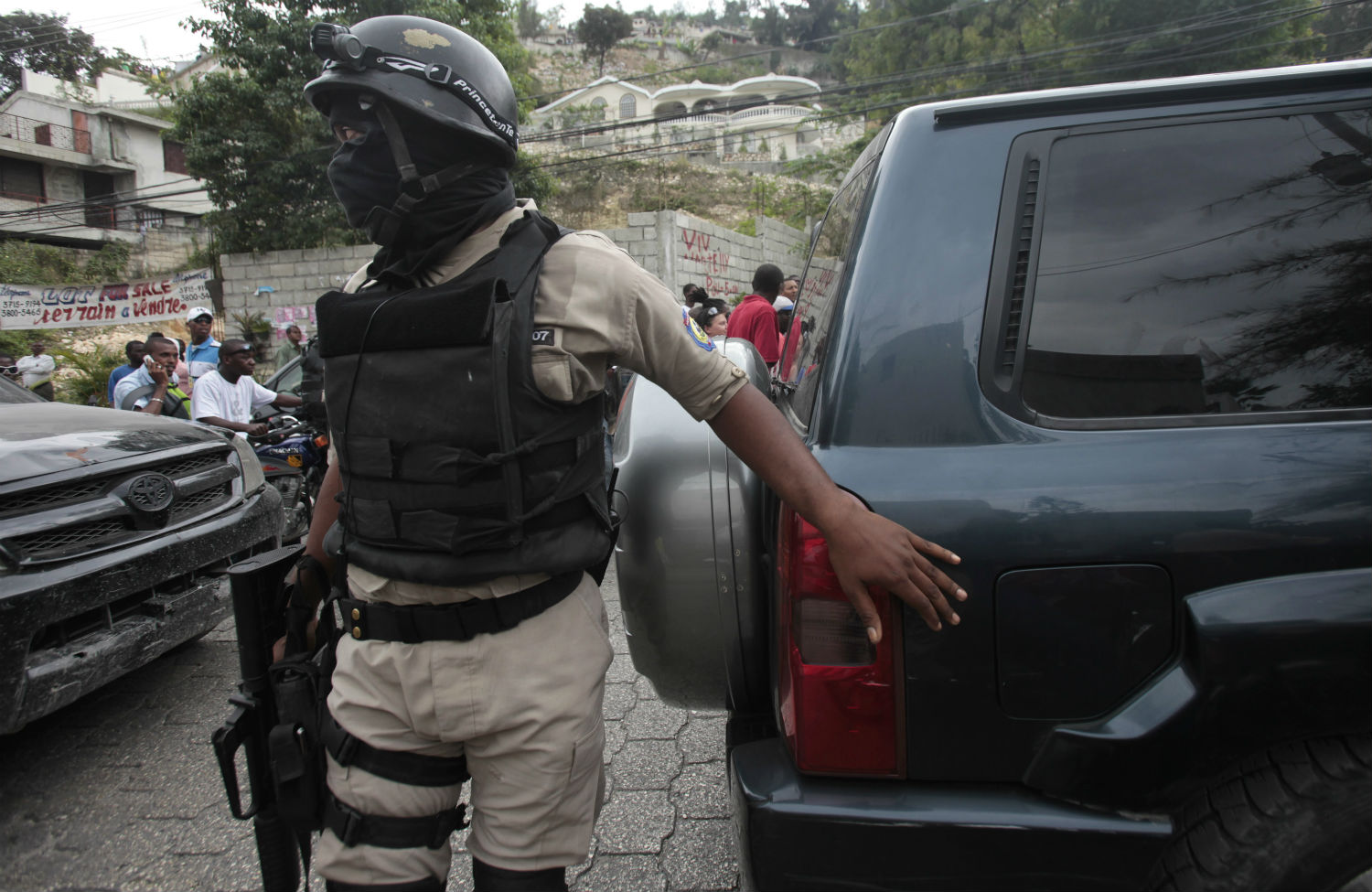 Hatian-police-in-Petionville
