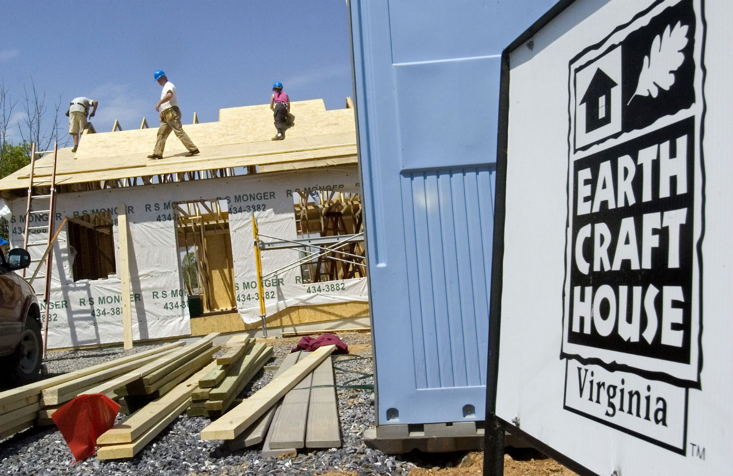 Volunteers-construct-an-environmentally-friendly-home-for-Central-Valley-Habitat-for-Humanity