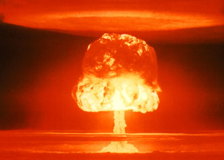 pHydrogen-bomb-testp