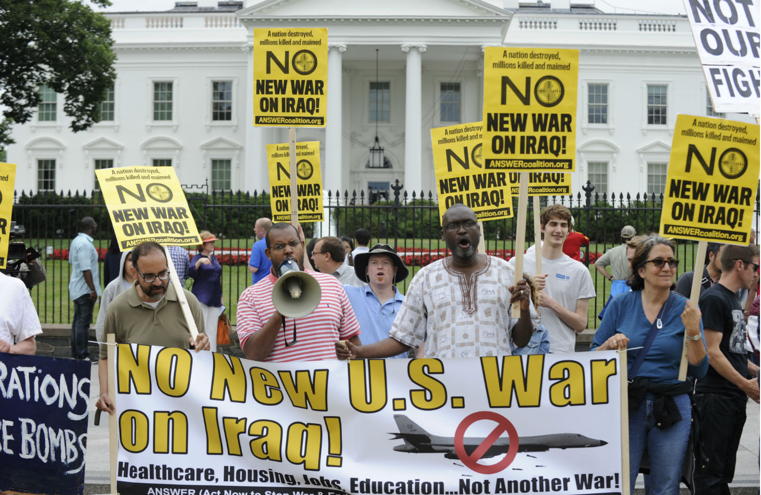 Antiwar-activists-gather-at-the-White-House