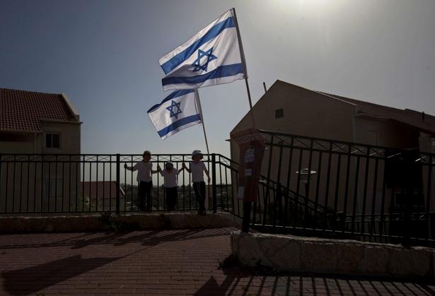 Israeli-flags-fly-over-the-Ulpana-neighborhood-in-the-West-Bank