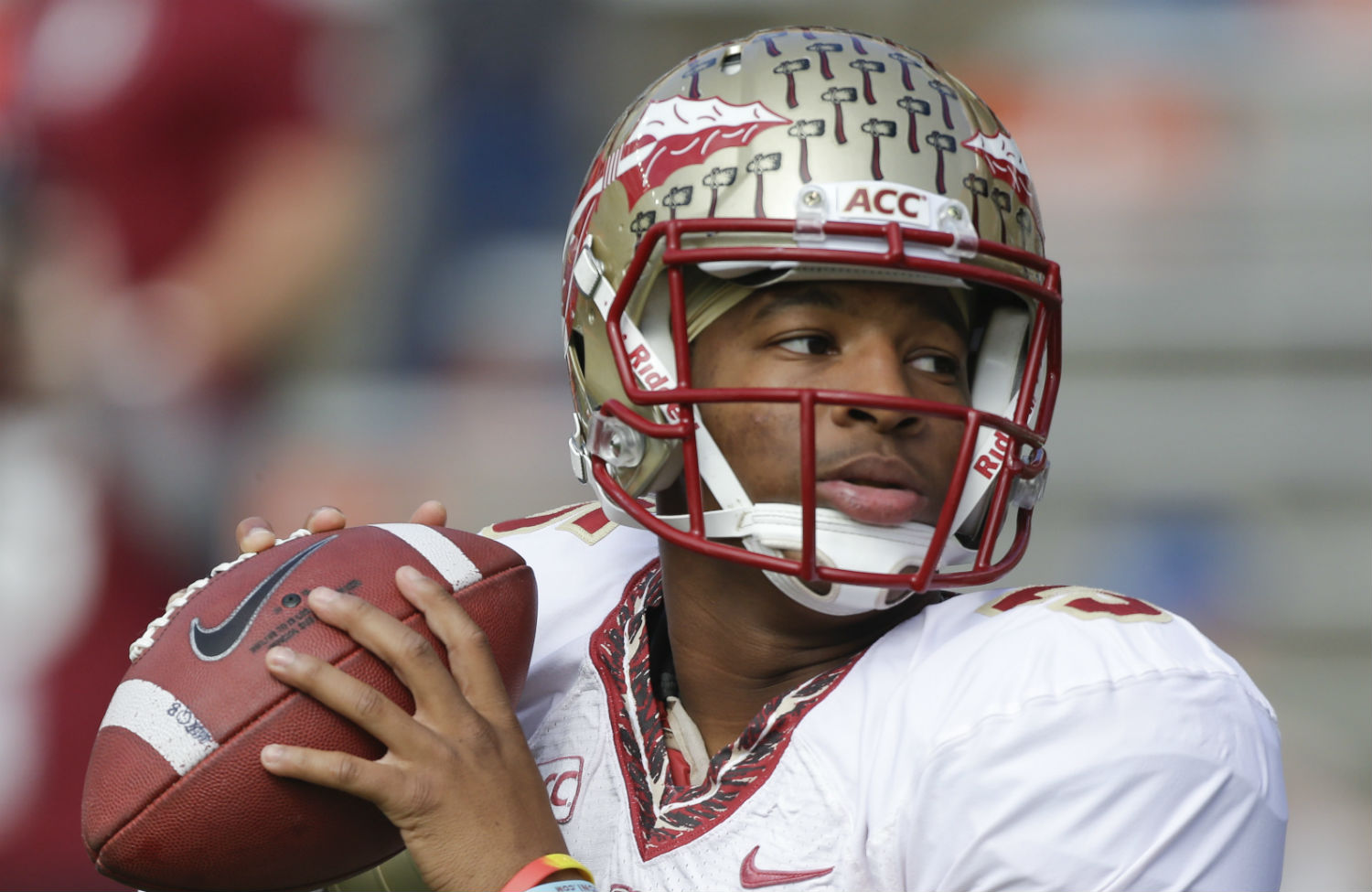 Florida-State-quarterback-Jameis-Winston-warms-up-before-a-game