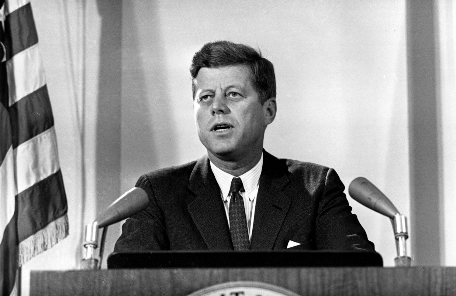 """jfk and the cuban missile crisis essay 177 review essay the cuban missile crisis fursenko, aleksandr, and timothy naftali """"one hell of a gamble"""": krushchev castro and kennedy, 1958- 1964: the secret history of the cuban missile crisis new york: ww norton, 1997 stern, sheldon m averting 'the final failure': john f kennedy and the secret."""
