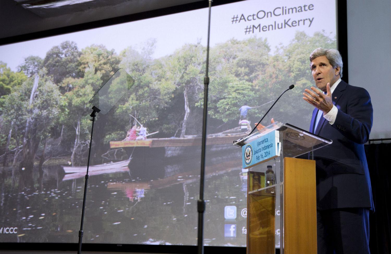 John-Kerry-in-Jakarta