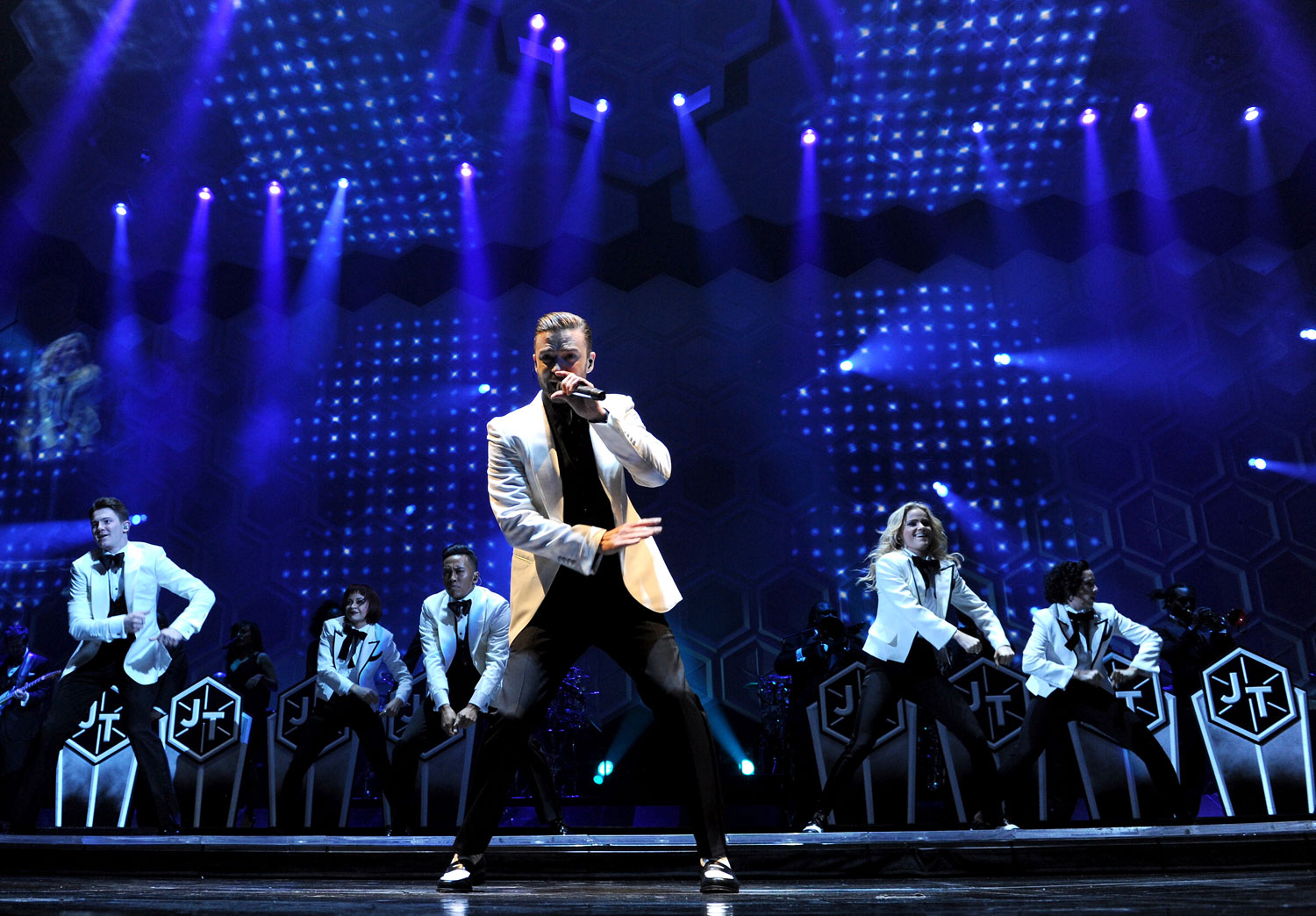 Justin timberlake performs onstage on the 20 20 experience world tour