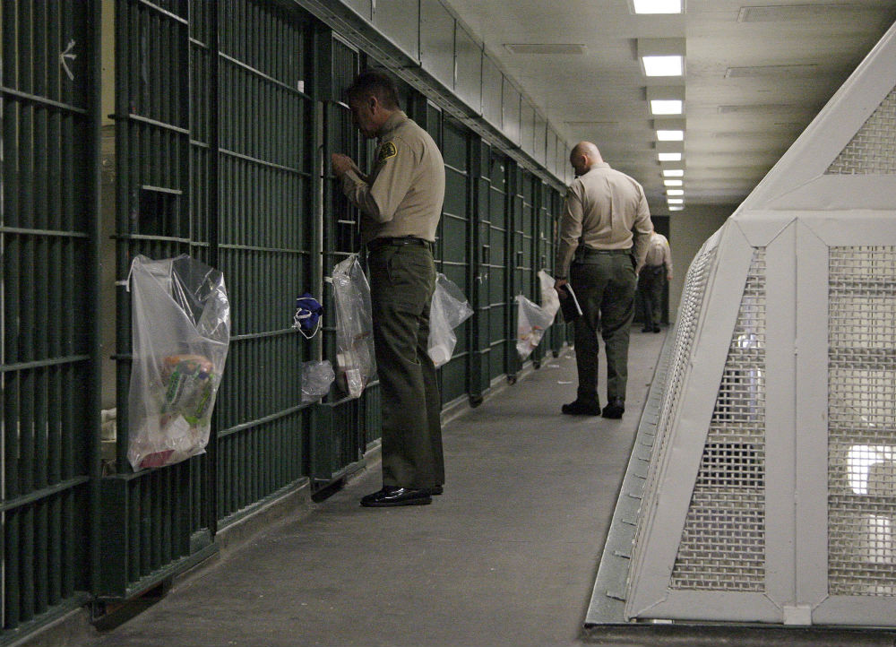 pLos-Angeles-County-Sheriff39s-deputies-inspect-a-cell-block-at-the-Men39s-Central-Jail-in-downtown-Los-Angeles.-AP-PhotoReed-Saxon-Filep