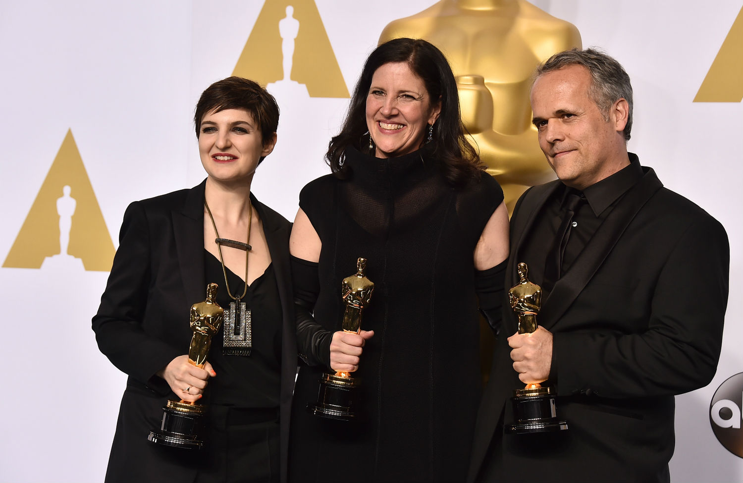 Laura-Poitras-at-the-Oscars-with-Citizenfour-award