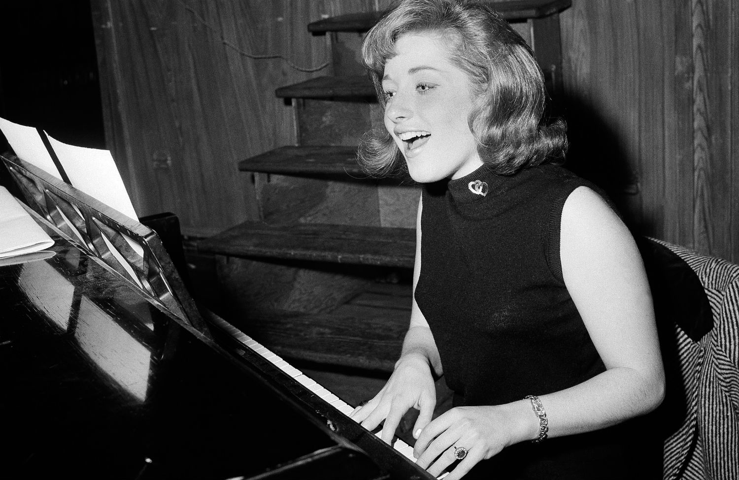 Lesley-Gore-at-Piano