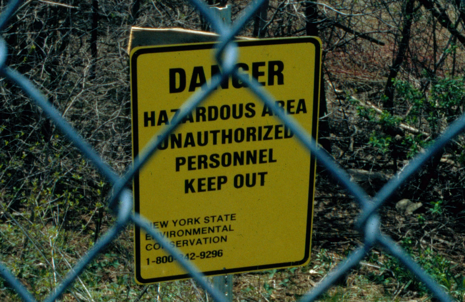 Sign-at-the-Love-Canal-containment-zone
