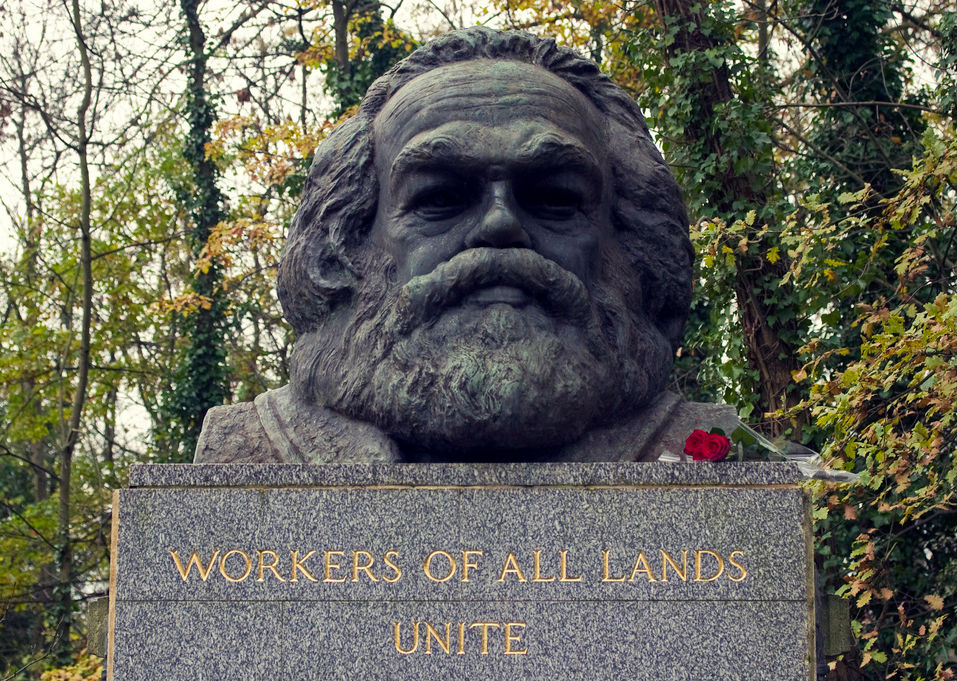 The-tomb-of-Karl-Marx-at-Highgate-Cemetary