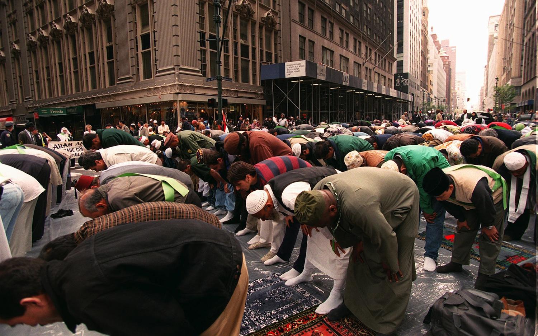 Muslims-Praying