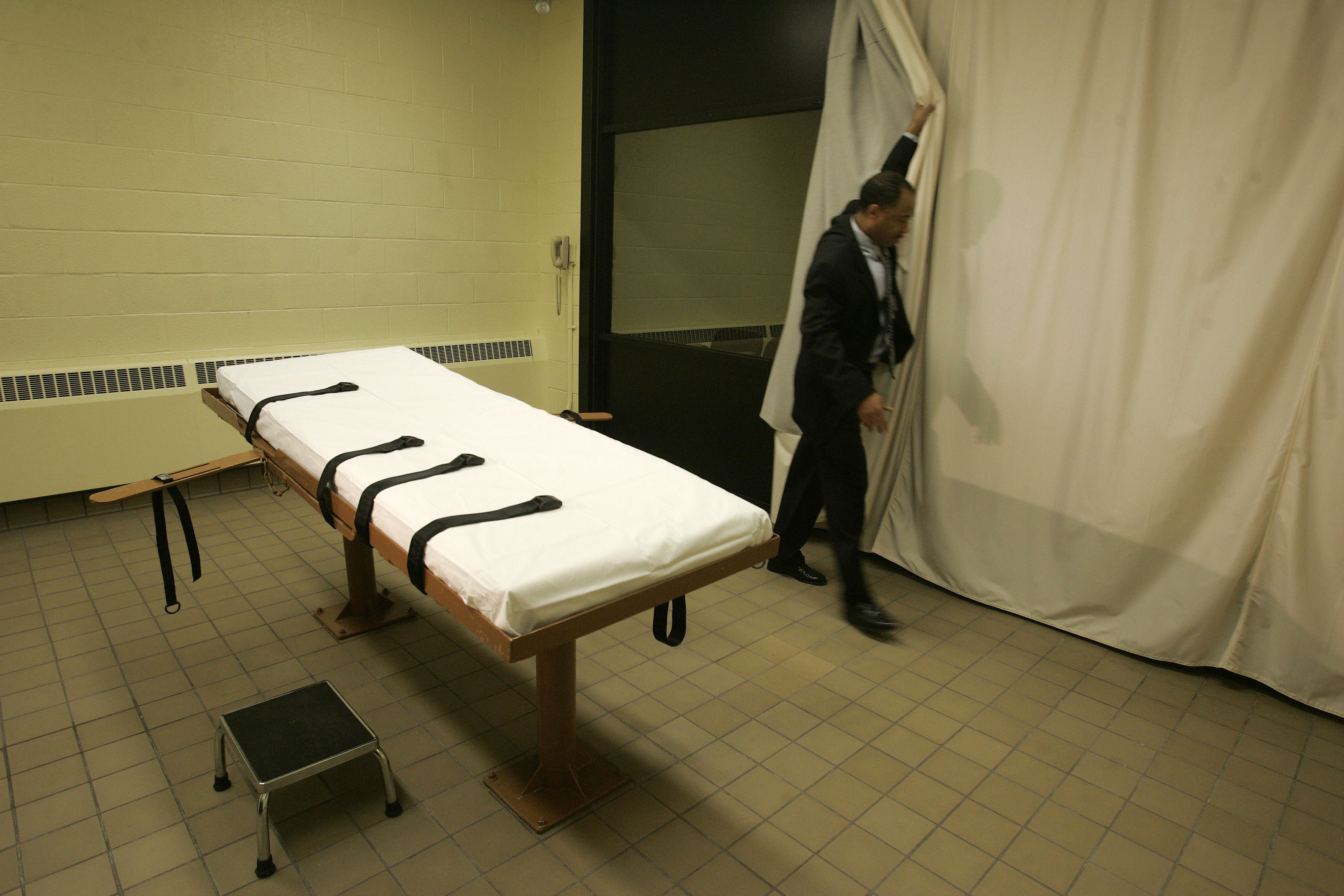The-death-chamber-at-the-Southern-Ohio-Correctional-Facility-in-Lucasville-Ohio-AP-ImagesKiichiro-Sato-File
