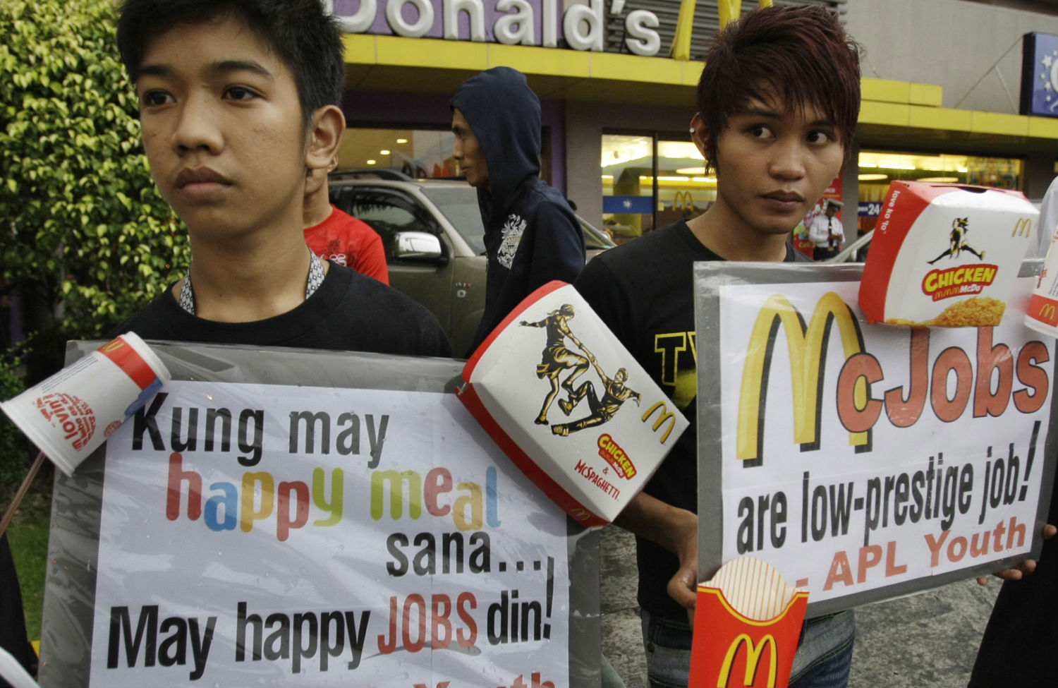 Philippines-fast-food-worker-protest
