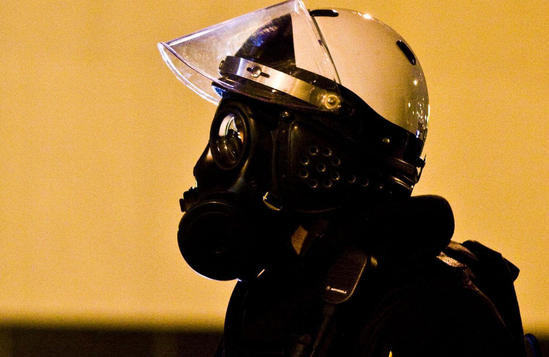 Police-wearing-gas-mask