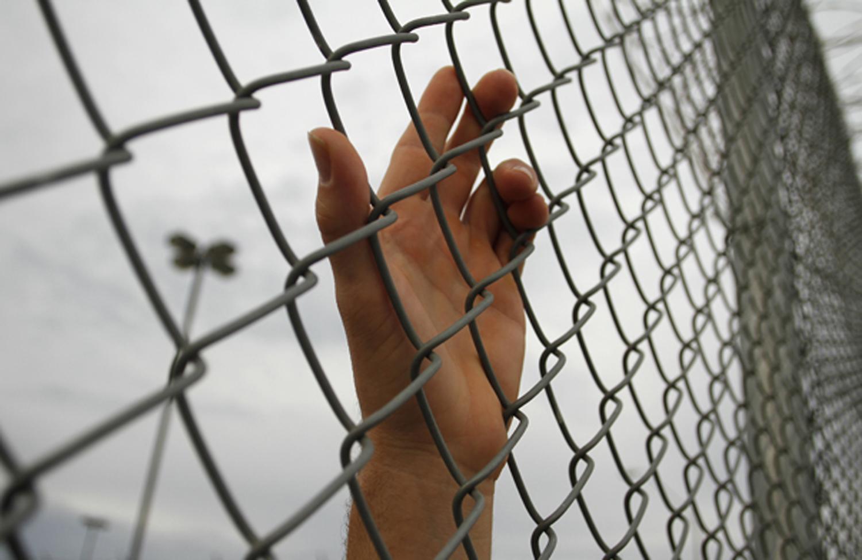 A-hand-of-a-prisoner