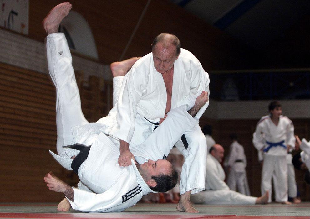 Vladimir-Putin-practicing-judo