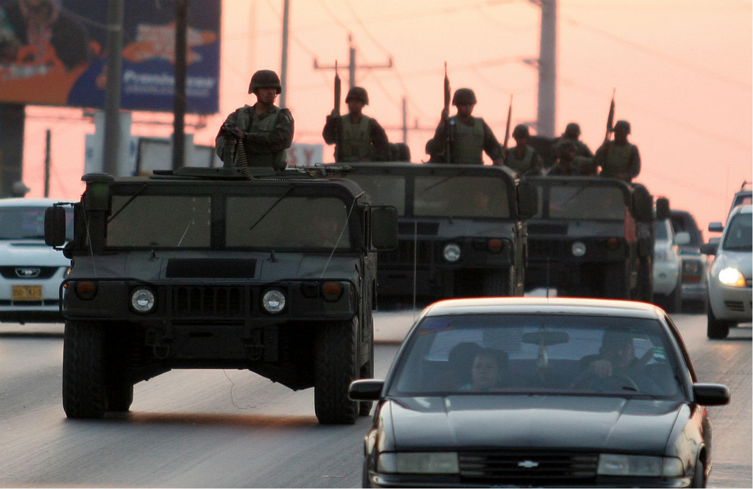 Mexican-soldiers-patrol-in-Reynosa-Mexico