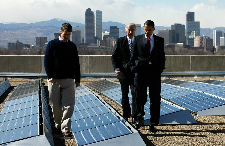 President-Obama-and-solar-panels