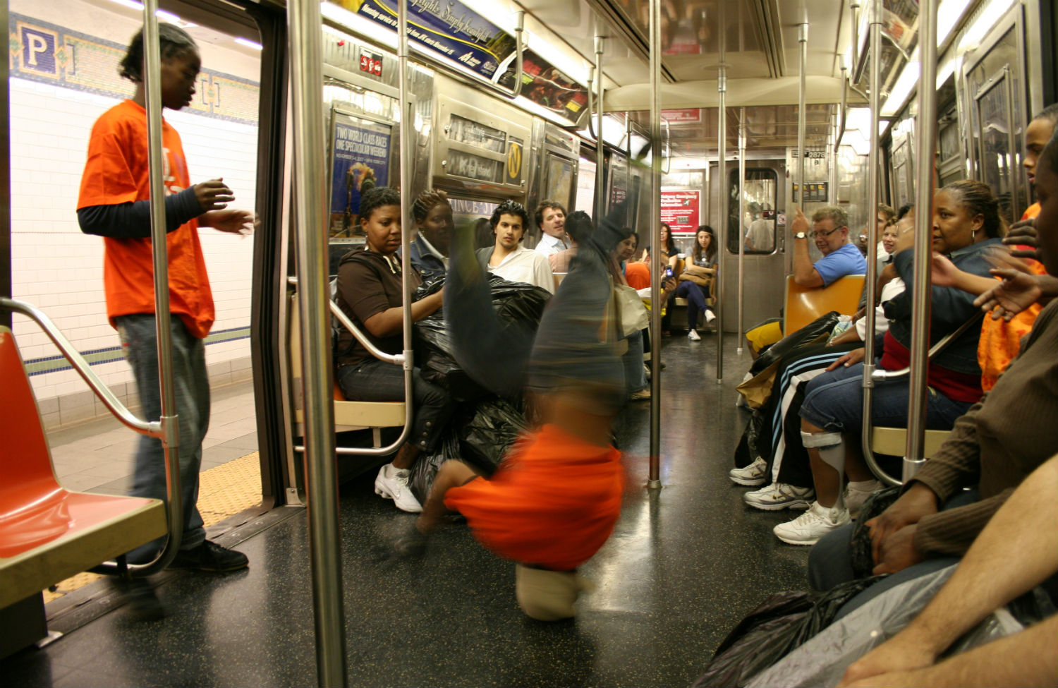 Break-dancers-on-the-New-York-City-subway