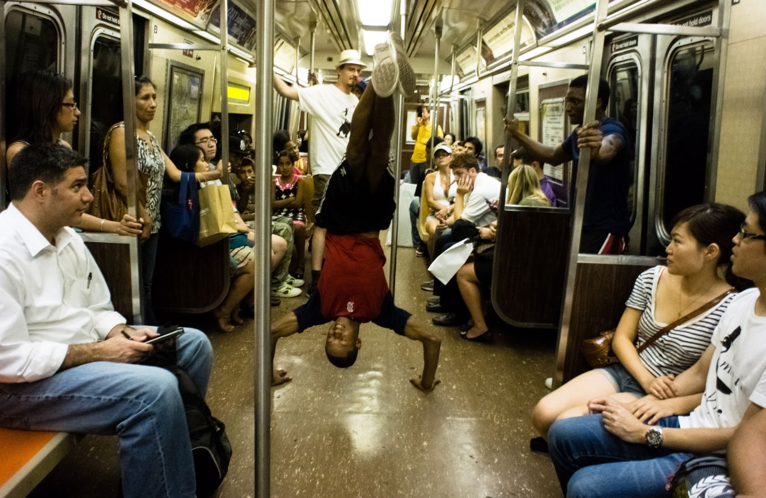 NYC-subway-metro-dancer