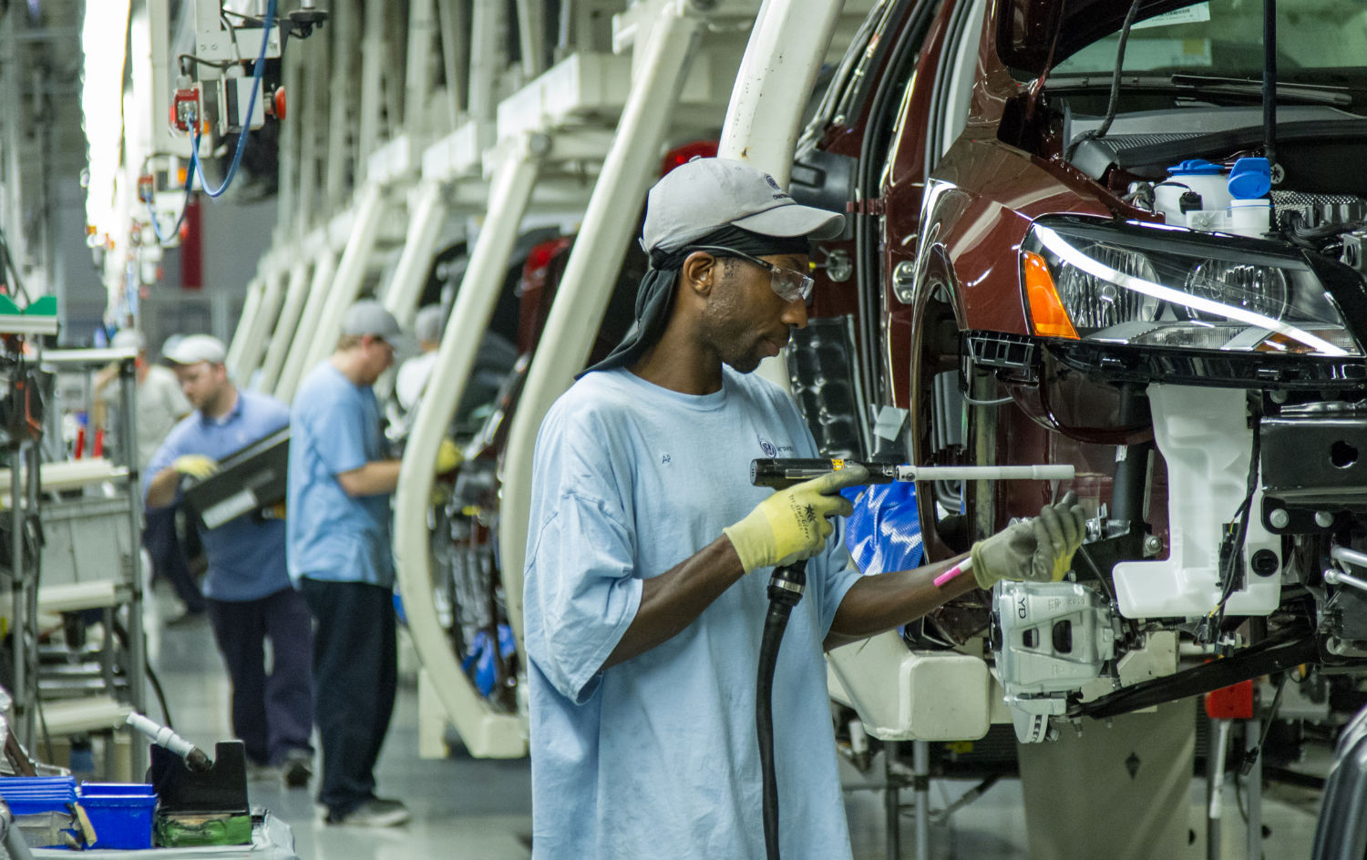 pIn-this-June-12-2013-photo-workers-assemble-Volkswagen-Passat-sedans-at-the-German-automaker39s-plant-in-Chattanooga-Tennessee.-AP-PhotoErik-Schelzigp