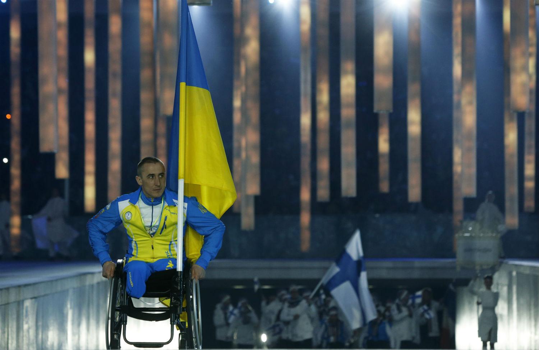 Ukraines-sole-flag-bearer-Mykhaylo-Tkachenko
