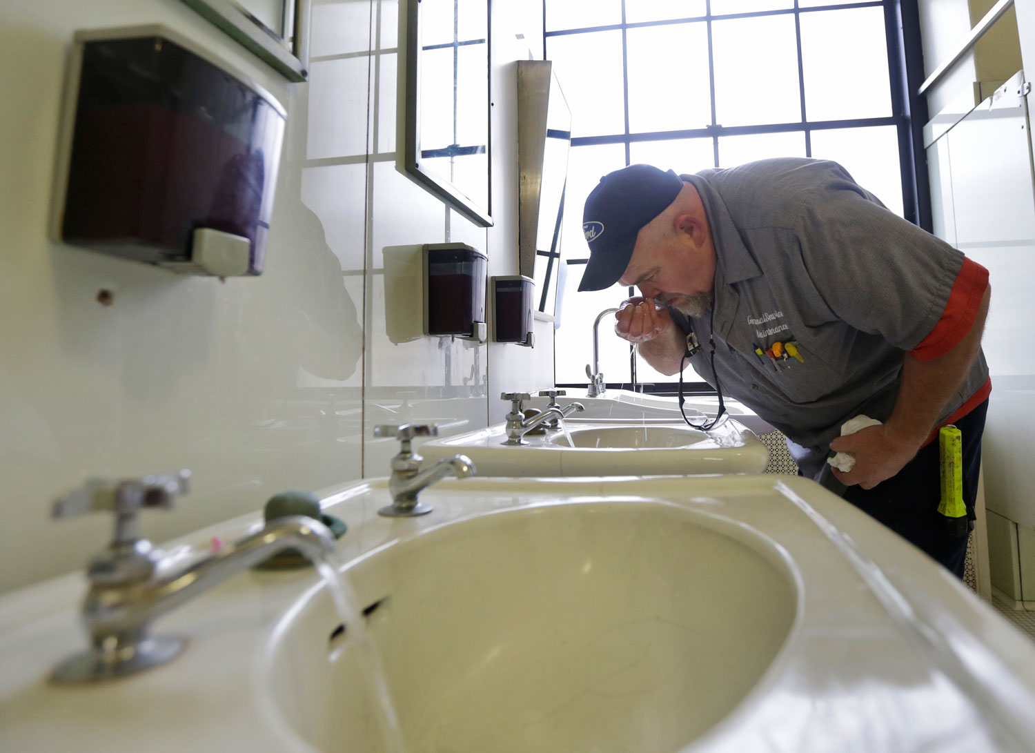An-inspector-tests-the-water-of-the-first-floor-of-the-State-Capitol-in-Charleston-WV.-Monday-Jan.-13-2014.-AP-PhotoSteve-Helber