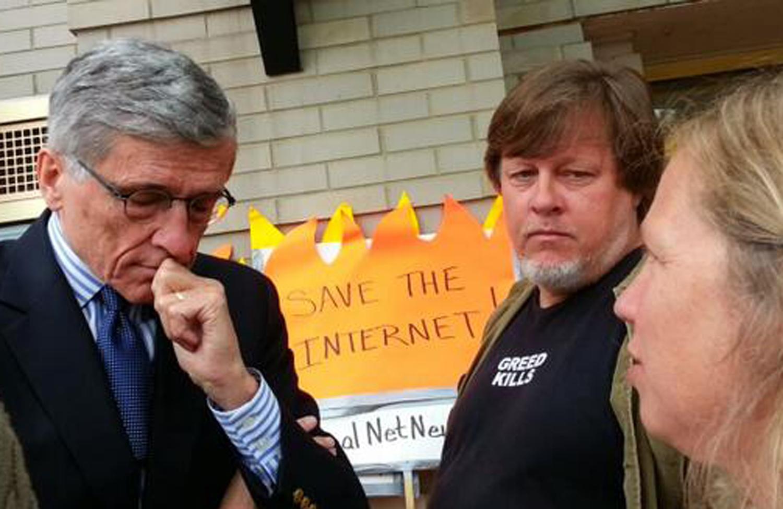 Tom-Wheeler-visits-Occupy-the-FCC