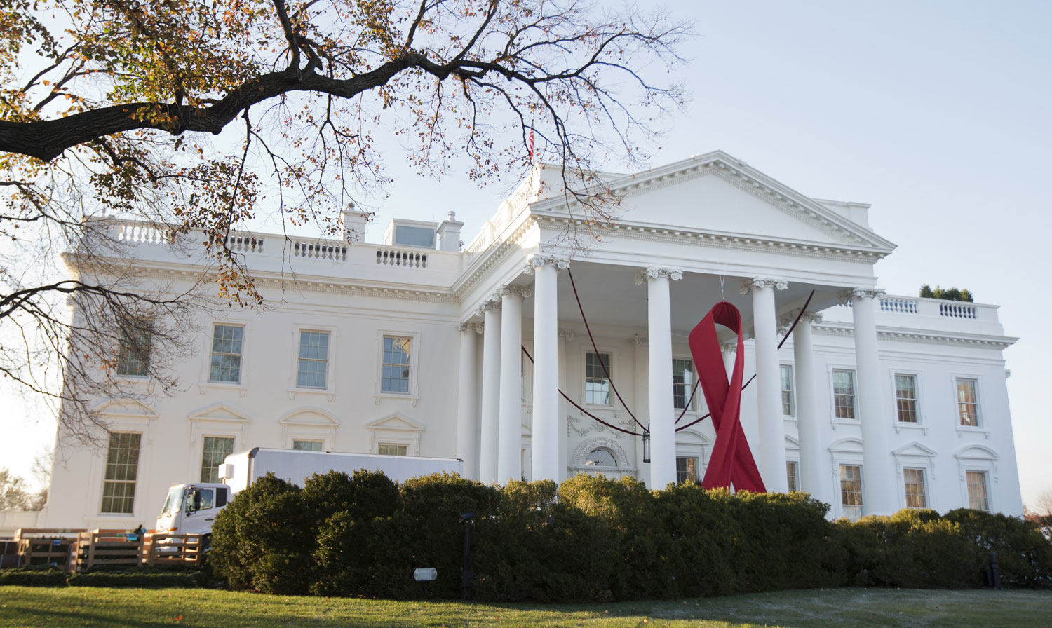 The-White-House-on-World-AIDS-Day-Sunday-Dec.-1-2013-AP-PhotoManuel-Balce-Ceneta