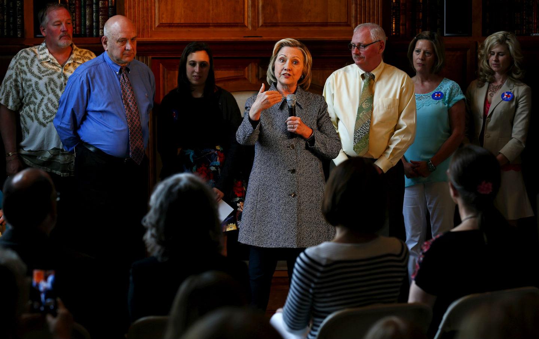 Hillary-Clinton-talks-about-student-debt