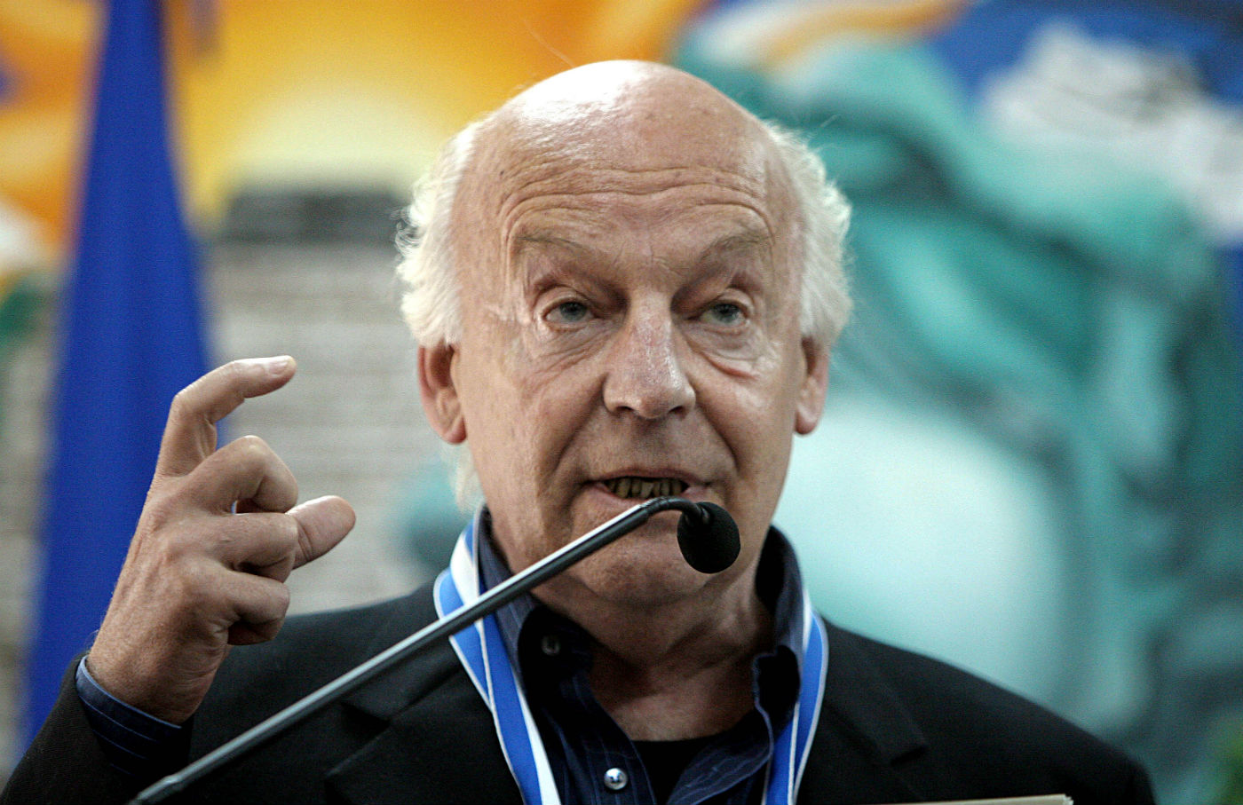 Eduardo-Galeano-A-Prophet-Who-Looks-Backward