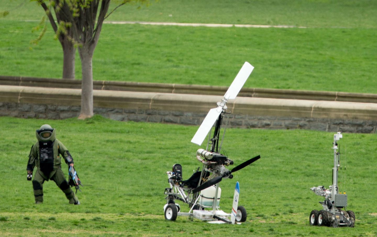 Gyrocopter-lands-on-Capitol-lawn