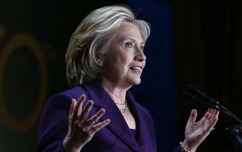 Hillary-Clinton-at-Emilys-List-gala