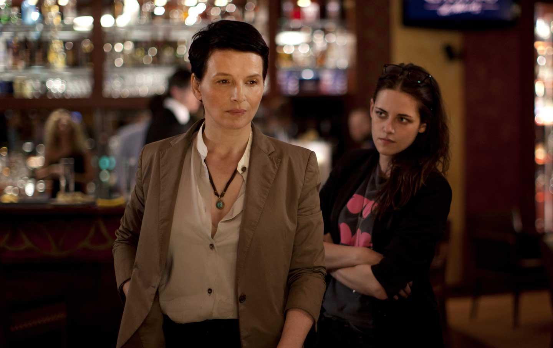 Juliette-Binoche-left-as-Maria-and-Kristen-Stewart-as-Valentine-in-Clouds-of-Sils-Maria