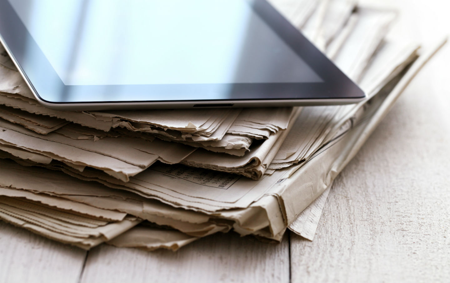 Newspapers-and-tablet