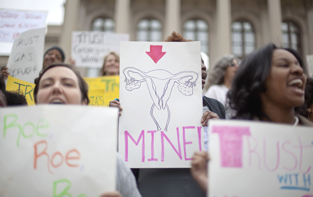 Women-fight-for-reproductive-rights