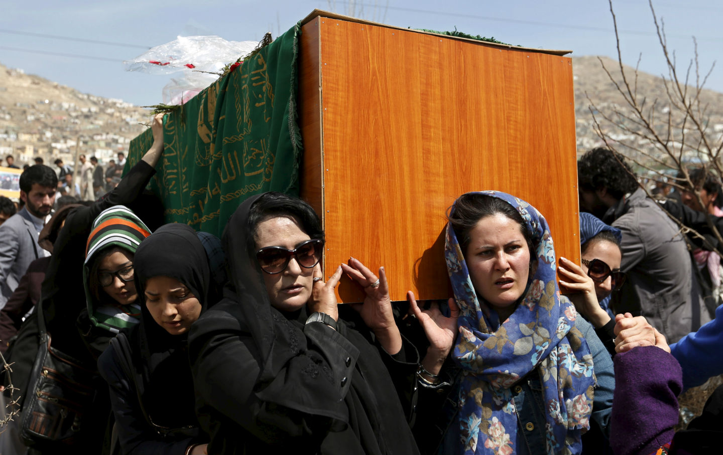 Afghan-womens-rights-activists-carry-the-coffin-of-Farkhunda