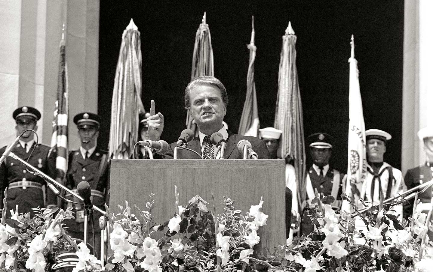 Billy-Graham-speaks-from-the-steps-of-the-Lincoln-Memorial-on-Honor-America-Day-July-4-1970