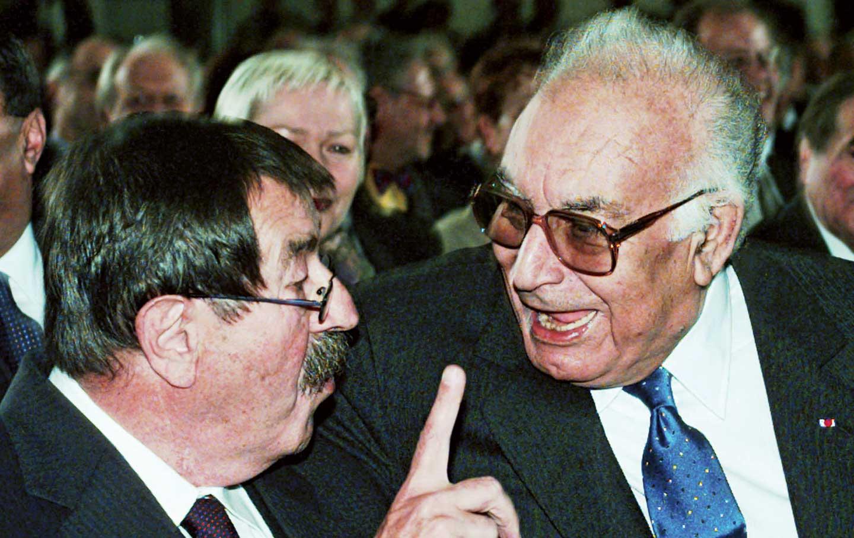 Yaşar-Kemal-right-talks-with-Günter-Grass-at-the-Frankfurt-Book-Fair-October-1997