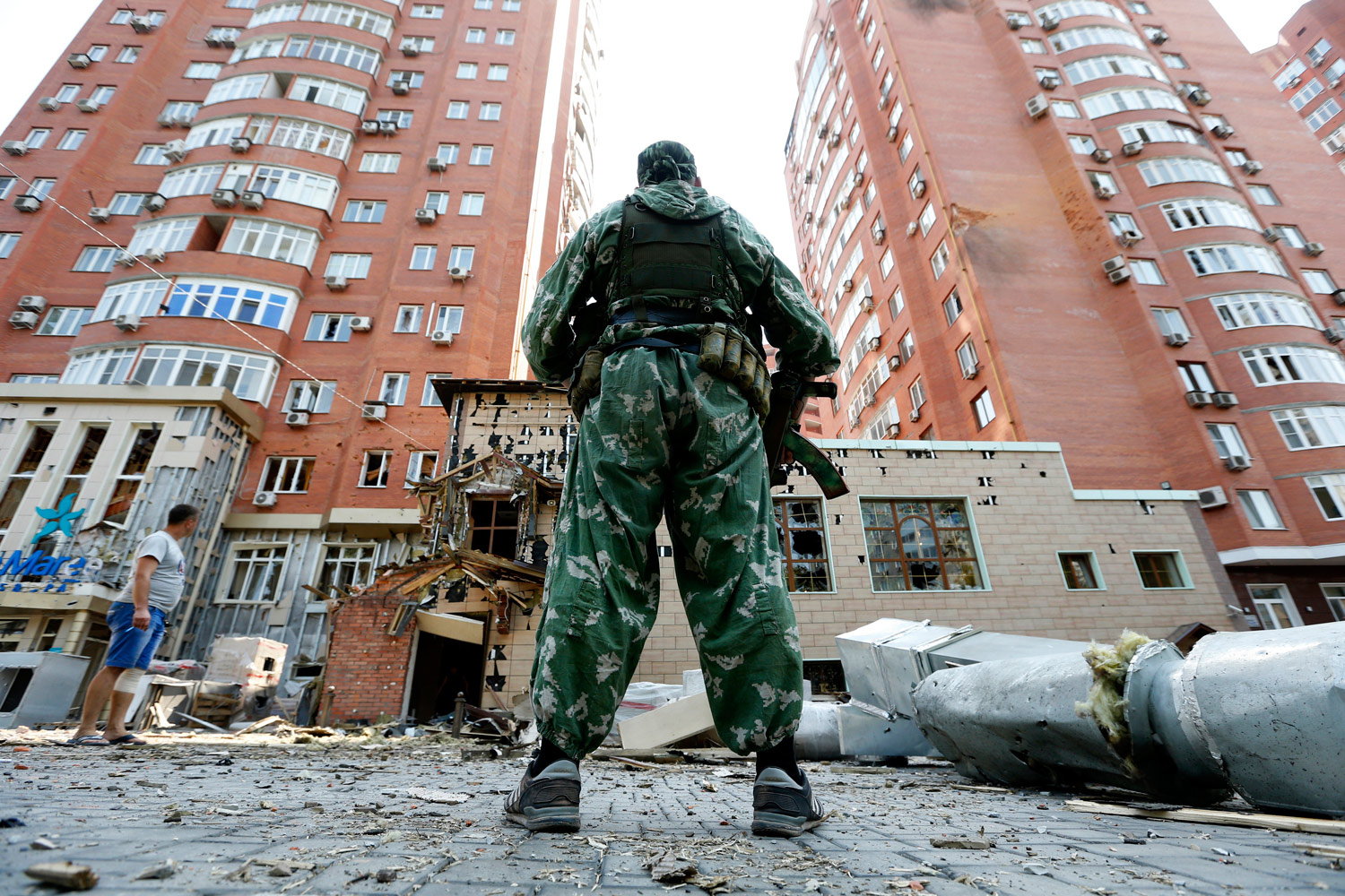 Damaged-buildings-in-Donetsk