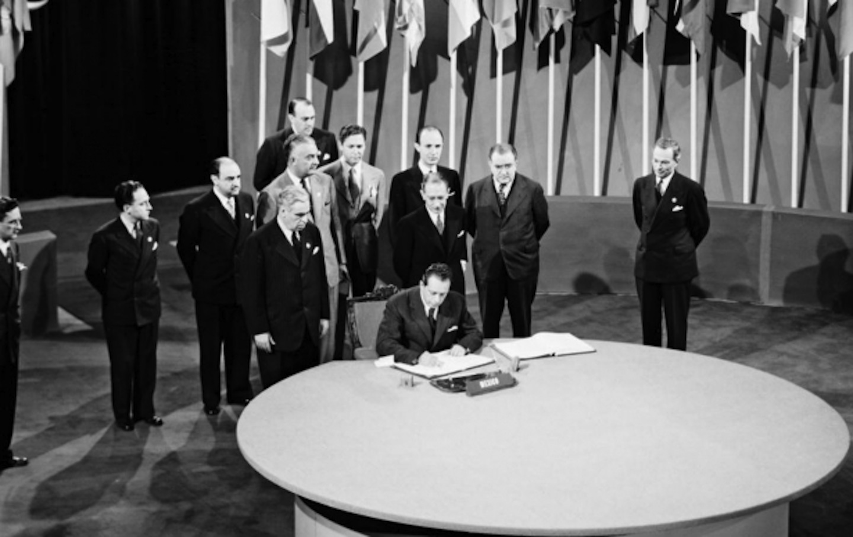Delegates sign the UN Charter