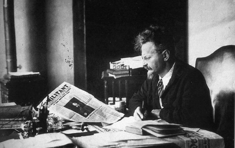 How did V I Lenin gain power in Russia?