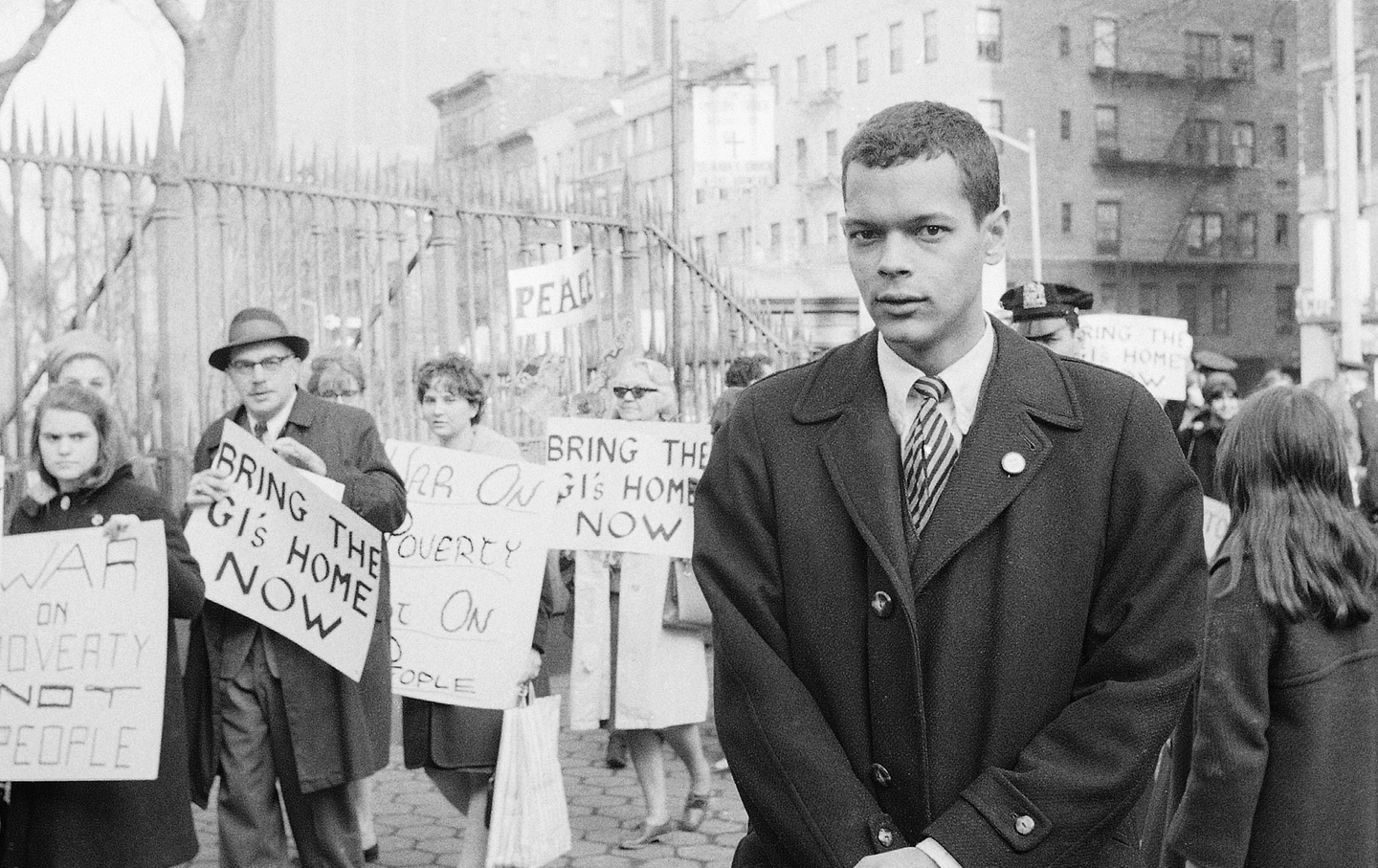 julian_bond_1966_ap_img.jpg